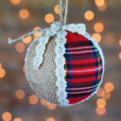 Χριστουγεννιάτικη μπάλα με φιογκάκι, 8cm