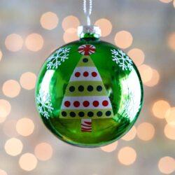 Χριστουεννιάτικη μπάλα γυάλινη, πράσινη με δεντράκι