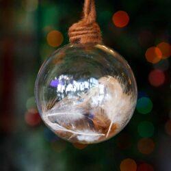 Μπάλα γυάλινη με πούπουλα, διαμέτρου 9cm