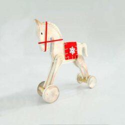 Ξύλινο αλογάκι με κόκκινη σέλα, μήκους 19cm