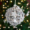 Ξύλινη μπάλα με κλαδιά και αστέρια, διαμέτρου 20cm