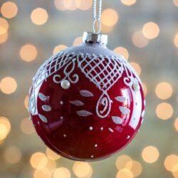 Μπάλα γυάλινη, κόκκινη με σχέδια και πέρλες, 8cm