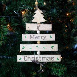 Δεντράκι ξύλινο Merry Christmas λευκό, ύψους 21cm