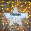 Αστέρι ξύλινο κρεμαστό με λευκή γούνα, ύψους 13cm