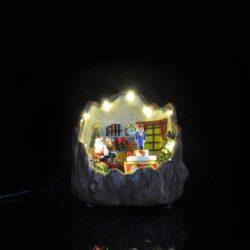 Χριστουγεννιάτικο σαλόνι μέσα σε κορμό δέντρου