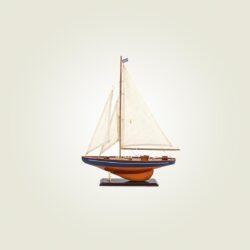 Ξύλινο ιστιοφόρο με τρία πανιά, ύψους 35cm