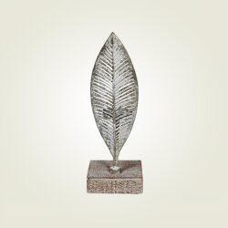 Κηροπήγιο φύλλο με λευκή πατίνα σε ξύλινη βάση, ύψους 29cm